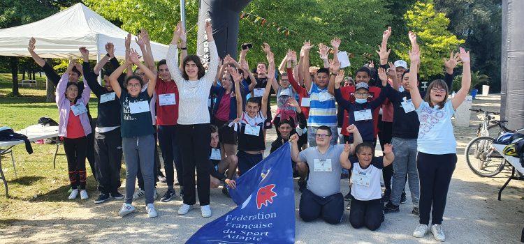 Participation des élèves à une course inclusive